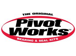 Ogni kit di Pivot Works contiene tutti i componenti necessari (cuscinetti, guarnizioni, perni, distanziali, collari, rondelle reggispinta e cuscinetti reggispinta) necessari per ricostruire ogni parte del sistema di sospensione e del telaio. Nel 2012 Pivot Works ha istituito un programma di sostituzione a vita su tutti i suoi prodotti. Un'altra novità assoluta nel settore!